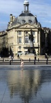 Paddling in front of the Bourse